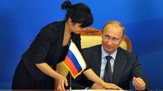 Саммит Шанхайской организации сотрудничества.  Владимир Путин  во время церемонии подписания совместных документов участниками заседания Совета глав-государств ШОС