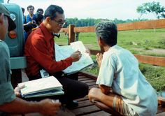 That's why we love our king so much. King Bhumipol, King Rama 9, King Of Kings, King Queen, Thailand History, Queen Sirikit, Bhumibol Adulyadej, Great King, Cool Countries