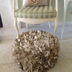 DIY- ruffle pouf