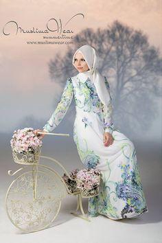 Мы должны помнить, что быть женщиной в Исламе это что-то большее, чем просто носить платок или длинное платье. Одежда должна напоминать о том, что следует вести себя по нормам Ислама, работать над собой, постепенно обретать «внутренний хиджаб», а «внешний хиджаб» обязательно придет вслед за внутренним.