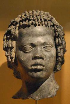 Magnifique tête, dépoque ptolémaïque.