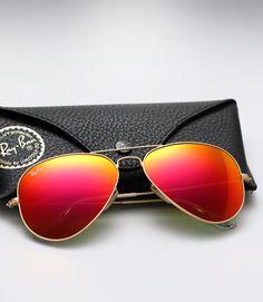 f43f43e2df67c Clásicas, masculinas, en forma de mariposa o en tendencia en versión retro,  los lentes de sol son un accesorio de moda intemporal. ¿Conoces su historia