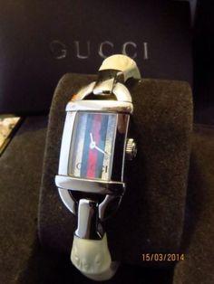 Orologio Gucci 6800L BRACCIALE GOMMA BIANCO
