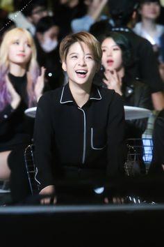 *sigh* What an angel Amber Lui, Lgbt, Song Qian, Korean Music, Kpop, Guys And Girls, K Idols, Role Models, Beautiful People