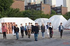 [세븐틴] 13人 13色 'An Ode' 자켓 촬영 현장 비하인드!! : 네이버 포스트 Seventeen Album, Seventeen Memes, Jeonghan Seventeen, Woozi, Mingyu, Won Woo, Seventeen Wallpapers, Seungkwan, Boy Groups