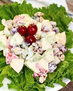Waldorf Salad with Crunchy Apples and Grapes (Favorite Family Recipes) Sees Fudge Recipe, Fudge Recipes, Side Dishes Easy, Side Dish Recipes, Creamy Potatoes And Peas, Cilantro Cream Sauces, Pumpkin Juice, Waldorf Salad, Apple Crisp Recipes
