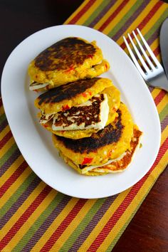 Since I discovered that the arepa dough (not the filling, but the dough) can be the vehicle for my kids to eat vegetables, I have not stopped developing new recipes. And the proof is these plantain arepas stuffed with grilled cheese, whose dough also has red bell pepper, leeks and Cacique Queso Blanco cheese, in […]