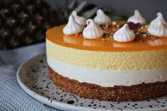 Lynstang lagkage med vanilje og ananas charlotte kurtzmann rge angled frosting spatula spread the chocolate across the sheet up a bit down a bit and Fancy Desserts, Fancy Cakes, Sweets Recipes, Cake Recipes, Mousse, Light Snacks, Vanilje, Summer Cakes, Valentine Cake