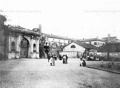 Porta Portese da via delle Mura, prima della demolizione dei fabbricati attigui Anno: 1915 ca.