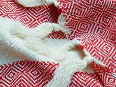 Rode hamamdoek uit Turkije - Fair.nl Shag Rug, Fair Trade, Blanket, Decor, Shaggy Rug, Decoration, Blankets, Blankets, Decorating