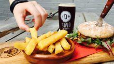 DAVO Bieren Stadsbrouwerij & Proeflokaal is de plek in Deventer waar alles draait om bier. Proef hier de lekkerste bieren en de beste burgers van de stad. Hamburgers, Om, Ethnic Recipes, Everything, Beer, Burgers, Hamburger