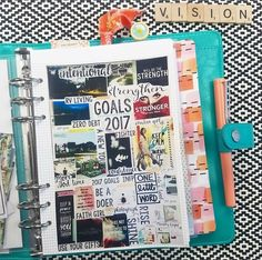 How to create a vision board that helps you achieve your goals faster? The Ultimate How to Guide in Making a Dream Board with great vision board ideas. Diy Image, Scrapbooks, Vision Book, Goal Board, Creating A Vision Board, Visualisation, Planner Organization, College Organization, Smash Book