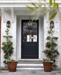 8 Pretty Ideas for Front Porch Plants 8 Pretty Ideas for Front Porch PlantsIn last week's Spring Curb Appeal series, we shared how an can elevate the design of your home. Modern Exterior, Exterior Colors, Exterior Paint, Colonial Exterior, Modern Roofing, Best Front Doors, Beautiful Front Doors, House Beautiful, Front Door Paint Colors