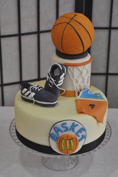 Tarta de Basquet con pelota y zapatillas deportivas