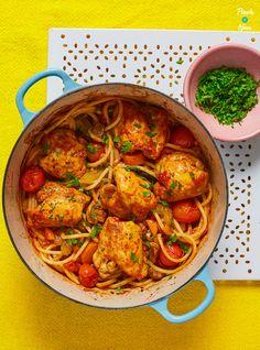 Baked Spaghetti with Chicken Pinch Of Nom - One pot rezepte Slimming World Chicken Recipes, Slimming World Recipes Syn Free, Healthy Chicken Recipes, Healthy Meals, Healthy Eating, Quick Meals, Healthy Food, Baked Spaghetti, Chicken Spaghetti
