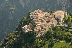 #rivierahomeholidays - Have you ever been to Le Château de Gourdon? One of the most beautiful medieval villages in France, on top of an isolated rock, with a incredible panoramic view over more than 80 kilometres of coast between Théoule sur mer and Nice. A perfect plan for your weekend! #chateaudegourdon #medievalvillagefrance