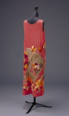 ca 1923 (made) Natalia Goncharova for Marie Cuttoli, House of Myrbor evening dress; silk with embroidered silk and velvet appliqués with metal thread, bound with lamé. V&A Museum number: 20s Dresses, Vintage Dresses, Evening Dresses, Vintage Outfits, Afternoon Dresses, Flapper Dresses, 20s Fashion, Fashion History, Art Deco Fashion