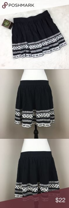 Two by Vince Camuto Skirt Two by Vince Camuto black and white Aztec print skirt. Size large. Approximate measurements flat laid are 17 1/2' long & 16 wasit. Waist is an elastic waist band. It has a lining underneath. EUC. Has small mark on waist from hanger will come out when washed. ❌No trades ❌ Modeling ❌No PayPal or off Posh transactions ❤️ I 💕Bundles ❤️Reasonable Offers PLEASE ❤️ Two by Vince Camuto Skirts Mini