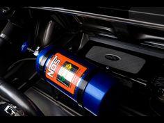 El sistema de oxido de nitrogeno en los automoviles, es muy comun verlo en las peliculas de Rapido y Furioso, porque provoca una aceleración instantanea en el motor produciendo una velocidad mayor.