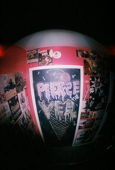 Punk Rock Bedroom, Punk Bedroom, Grunge Bedroom, Bedroom Doors, Room Ideas Bedroom, Bedroom Art, Awesome Bedrooms, Cool Rooms, Aesthetic Room Decor