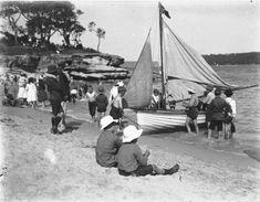 A day at Balmoral Sydney Photo courtesy Harold Cazneaux Historical Sites, Historical Photos, Old Photos, Vintage Photos, Australian Photography, Sydney, Australia Beach, World Cultures, Artist Painting