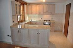Cucina moderna artigianale costruita su misura in legno di rovere sbiancato. Cucina moderna in legno a Verona.