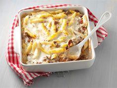 Maukkaan jauhelihavuoan juustokastike valmistetaan mozzarellasta.