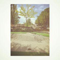 Tiempos de opulencia y minigolf II No queremos vuestros parques y vuestras zonas verdes artificiales.  Más espacios para la gente. No mas especulación con el espacio público. #majadahonda #minigolf #planetawelby #cerrodelaire #madrid #spain #pp #abandoned #abandonado #parque #park