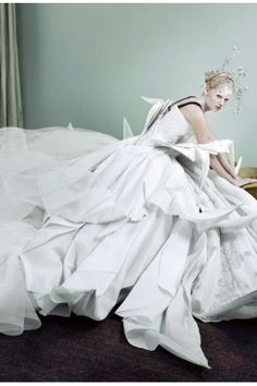 Dior Haute couture  Lara Stone – vogue – dec 2007  Photo Mario Testino