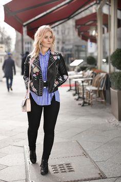 Outfit Inspiration: Rockkige Lederjacke mit Nieten & Patches, schwarze Hose, Streifenbluse in blau-weiß und rockige Schnürboots // Jetzt weitere Looks auf CHRISTINA KEY entdecken - dem Mode-, Fotografie-, Rezepte und Lifestyle Blog aus Berlin