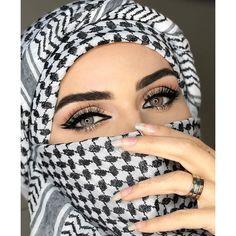Arabic Head cover for Turbante Unisex Arabian Eyes, Arabian Makeup, Stylish Girls Photos, Stylish Girl Pic, Beautiful Hijab, Beautiful Eyes, Niqab Eyes, Arabian Women, Hijab Look