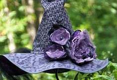 Witch hat tutorial, I really like the flowers on it! Via http://sew4home.com/projects/fabric-art-a-accents/705-haunted-halloween-dead-roses-witch-hat