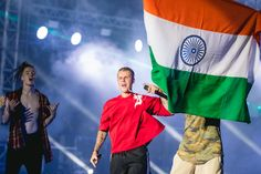 Such an amazing picture!! I wish I could've gone to his concert in India
