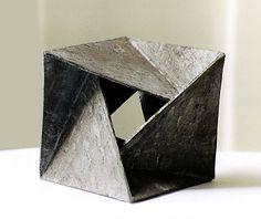Positionsplastik Source by Concept Models Architecture, Paper Architecture, Architecture Design, Steel Sculpture, Sculpture Art, Sculptures, Geometric Sculpture, Geometric Shapes, Trade Show Design