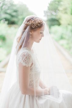Gold & Pearl Nature Inspired Hair Vines and Delicate Bridal Headpieces by Hermione Harbutt | Photography by http://www.fantonphotography.com/