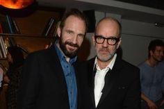Nix mit Anzug: Bradley Cooper feiert im Kapuzenpullover
