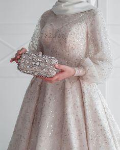 Hijab Evening Dress, Hijab Dress Party, Muslim Wedding Dresses, Bridal Dresses, Evening Dresses, Prom Dresses, Wedding Hijab Styles, Dress Wedding, Wedding Clutch