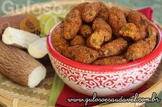 Este Croquete de Macaxeira com Atum é uma delícia, crocante por fora, super macio por dentro e o melhor é feito no forno!  #Receita aqui: http://www.gulosoesaudavel.com.br/2015/12/22/croquetes-mandioca-atum/