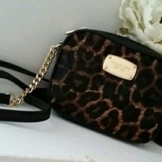 Authentic Michael Kors Jet Set Cross body Adorable purse with a ton of room on the inside.  Zip closure.  26 in strap.  6×2×5 Michael Kors Bags Crossbody Bags