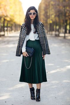 Easy Outfit Tips We Learned From Street Style in 2015 A white blouse is paired with an embellished jacket, pleated skirt, patent leather boots, and a Chanel bag Green Pleated Skirt, Pleated Skirt Outfit, Midi Skirt, Pleated Skirts, Green Skirt Outfits, Khaki Skirt, Women's Skirts, New Street Style, Looks Street Style