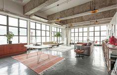 De industriële loft van een kunstverzamelaar in Hong Kong - Roomed   roomed.nl