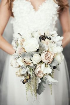 Gorgeous bridal bouquets with white roses, moss and winter fruits Herrliche Brautsträuße mit weißen Rosen, Moos und Winterfrüchten Gorgeous bridal bouquets with white roses, moss and winter fruits Winter Wedding Flowers, Bridal Flowers, Floral Wedding, Winter Weddings, Wedding Themes, Wedding Decorations, Wedding Centerpieces, Summer Bridesmaid Dresses, Wedding Dresses