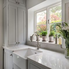 Our belfast sink fits snugly into a quiet corner of this light-filled kitchen. A beautiful view of the garden makes it a perfect place to… Belfast Sink Kitchen, Corner Sink Kitchen, Modern Kitchen Interiors, Home Decor Kitchen, Kitchen Ideas, Gally Kitchen, Shaker Kitchen Company, Small Utility Room, Galley Kitchen Design