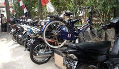 Good place for bicycle. Motorcycles are more dominant than bicycles in Jakarta and other big cities in Indonesia. How to park a bike in Taman Puring Market is an art.