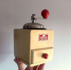 vintage mid-century italian coffee grinder BG / by Musicatelier