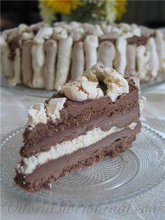 Ну очень вкусный торт -мороженое с хрустящей меренгой и шоколадным кремом. Для меренги: 8 белков несколько капель лимонного сока 1 стакан сахара 200 г сахарной пудры…