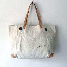 "50's USN vintage canvas tote bag. Original marking on Bag ""DAVIS D.K"" Reinforced corner with 2mm thick leather. White but very clean condition.  IND_BNP_0417 W55cm H34cm D14cm Handle55cm"