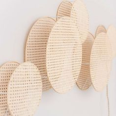 Diy Décoration, Easy Diy, Nature Living, Diy Arts And Crafts, Diy Crafts, Diy Lampe, Cute Living Room, Deco Luminaire, Baskets On Wall