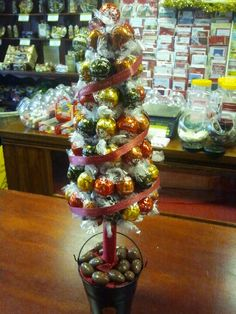 Christmas lindt lindor tree ...mmmmm #LindorSmoothStyles Chocolate Tree, Chocolate Crafts, Lindt Chocolate, Chocolate Bouquet, Lindt Lindor, Xmas Crafts, Diy Christmas Gifts, Kids Christmas, Crafts For Kids