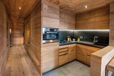 Modern Kitchen Cabinets, Wooden Kitchen, Rustic Kitchen, Kitchen Interior, Kitchen Decor, Kitchen Design, Chalet Interior, Wood Interior Design, Interior Design Living Room